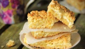 Вкусный и нежный тертый пирог с творогом: простой рецепт