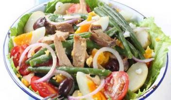 Волшебный легкий салат «Ницца» с тунцом и стручковой фасолью