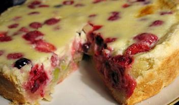 Восхитительный песочный заливной пирог с ягодами