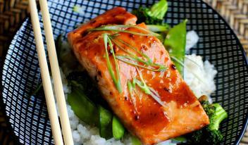 Запеченный лосось в духовке: как вкусно приготовить