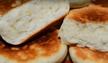 Булочки-бисквиты на сковороде