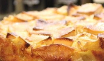 Диетический яблочный пирог шарлотка с творогом без муки и сахара
