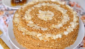 Фирменный торт «Медовик» простой пошаговый рецепт