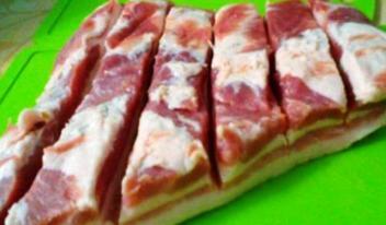 Грудинка свиная в луковой шелухе