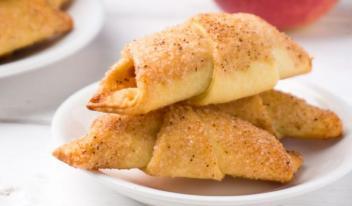 Домашние рогалики с яблоками на кефире: пошаговый рецепт