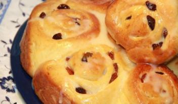 Как приготовить булочки с изюмом и кремом Патисьер