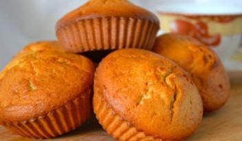 Как приготовить пышные кексы на манке и кефире
