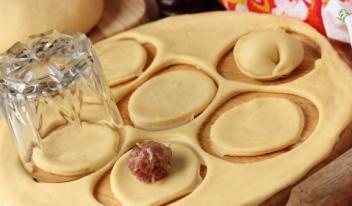 Как приготовить вкусное и эластичное тесто для пельменей