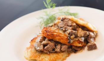 Как приготовить вкусные драники с мясом по-венгерски