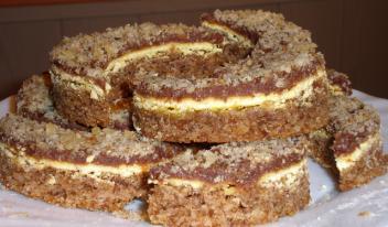 Кремовый полумесяц с орешками — нежное и ароматное пирожное с необыкновенным вкусом!