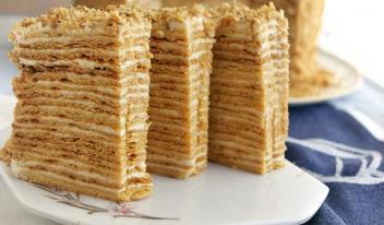 Медовый торт «Пизанская башня»
