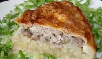 Необычный пирог из слоеного теста с мясом и картошкой
