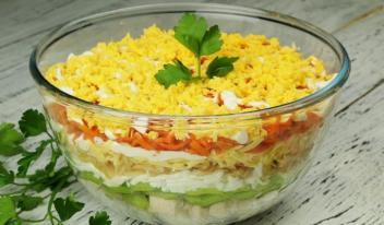 Необычный вкусный салат с куриным филе и киви