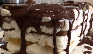 Невероятно нежный торт без выпечки с фруктами и шоколадом!
