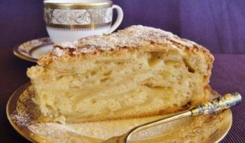 «Невидимый» яблочный пирог (Шарлатанка) на молоке с орехами