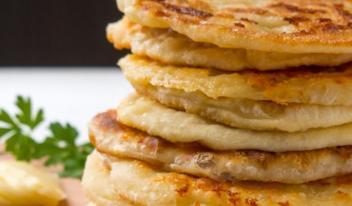 Вкусные и простые лепешки с сыром: пошаговый рецепт