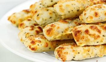 Оригинальная хрустящая закуска с сыром из лаваша