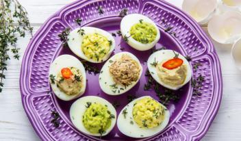 Оригинально и быстро готовим фаршированные яйца!
