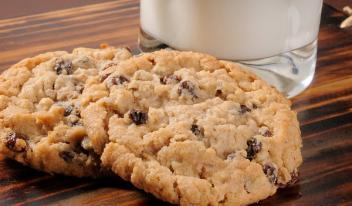 Овсяное печенье с изюмом без сахара