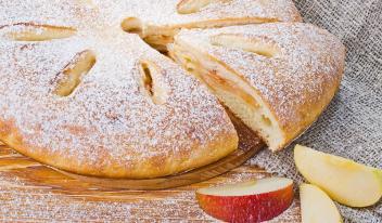 Пирог с клубникой, вишней или яблоками