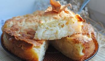 Пирог творожный с яблочной начинкой