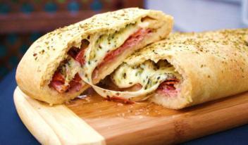 Пицца Стромболи - простой рецепт, который понравится многим! Пицца в рулете - это нечто!