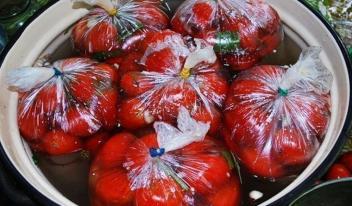 Соленые помидоры приготовленные в пакетах