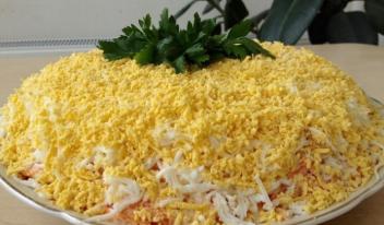 Праздничный салат Мимоза: рецепт с яблоком и сыром