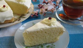 Простой бисквитный торт «Три молока»