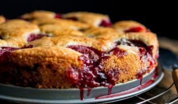 Простой и быстрый рецепт вкусного пирога со сливами  «Нью Йорк Таймс»
