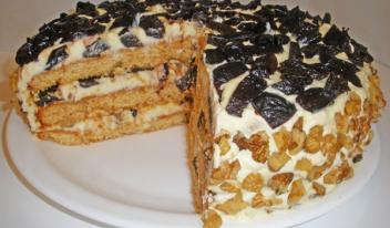 Простой и вкусный торт на сметане