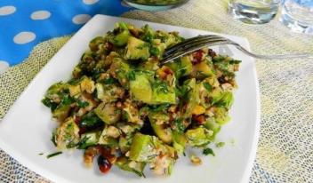 Простой рецепт вкусного салата из кабачков