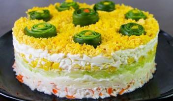 Рецепт легкого и вкусного салата «Свежесть» с крабовыми палочками