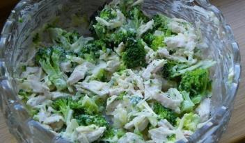Рецепт легкого салата с курицей и брокколи