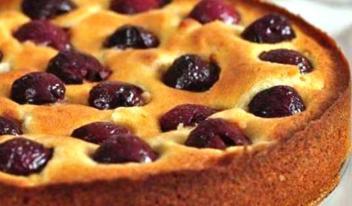 Великолепный пирог на кефире с вишней
