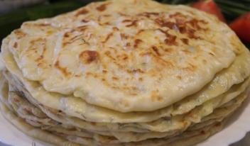 Вкусные лепешки чуду на кефире с картошкой, луком и укропом