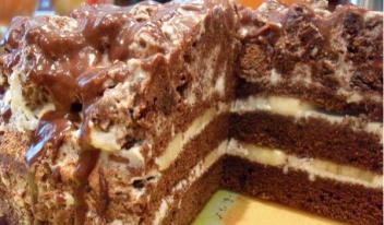 Вкусный шоколадно-банановый торт со сметанным кремом