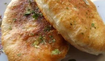 Воздушные жареные пирожки: пошаговый рецепт