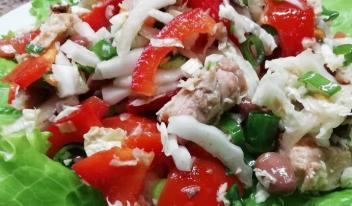 Диетический салат из тунца и пекинской капусты