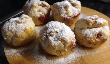 Ленивые булочки с яблоками и творогом к завтраку