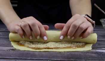 Песочное печенье с вареной сгущенкой и орехами