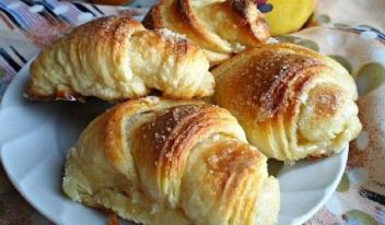 Пышные слоеные булочки «Круассаны»