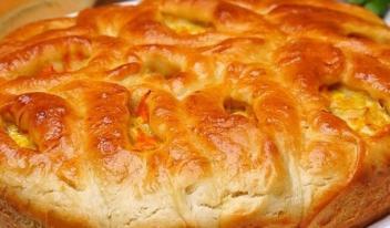 Пышный, мягкий пирог с капустой из дрожжевого теста