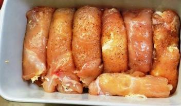 Великолепный рецепт мясной закуски из куриного филе и грибов
