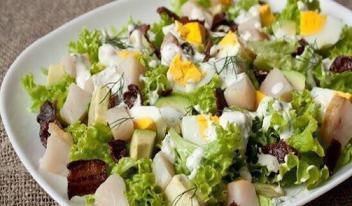 Вкуснейший салат с копченой скумбрией