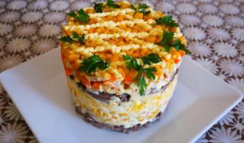 Вкусный и сытный салат с кукурузой