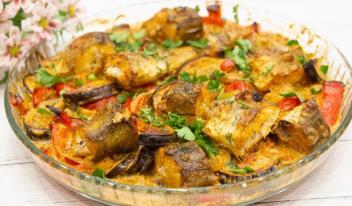 Запеченный минтай с овощами на ужин